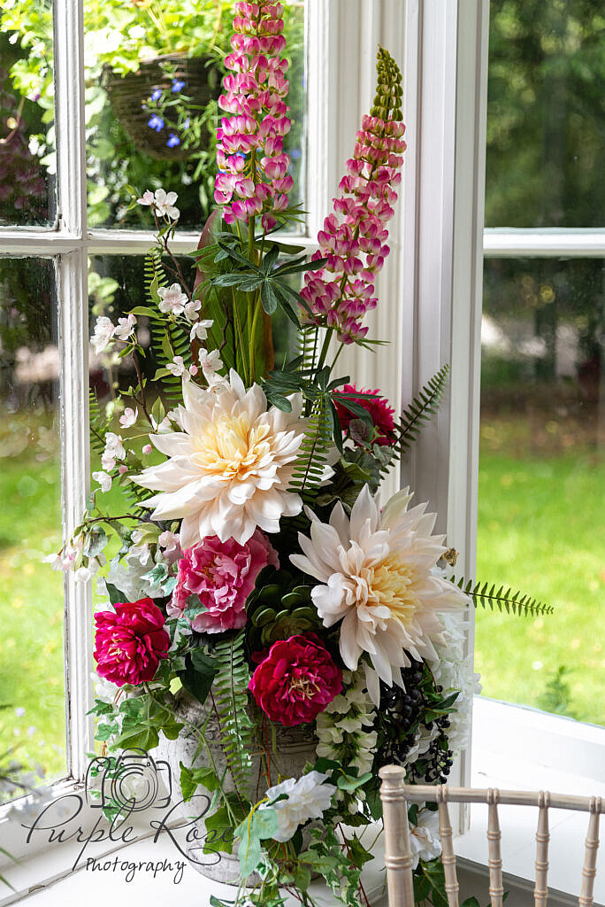 Floral display in an urn