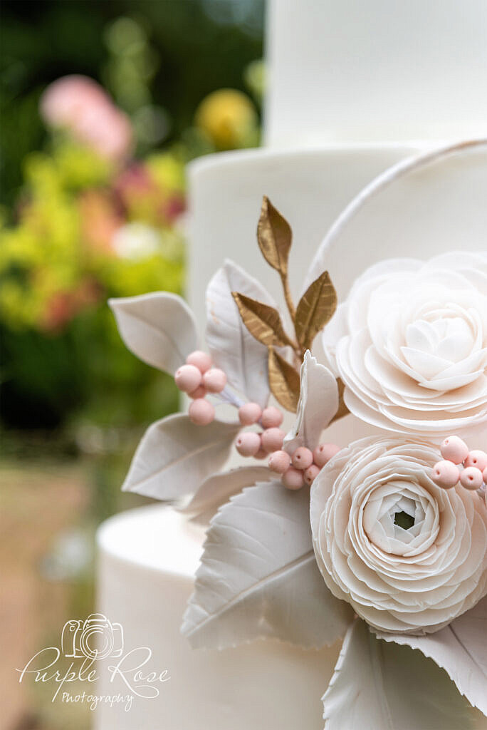 Gold and pink floral cake details