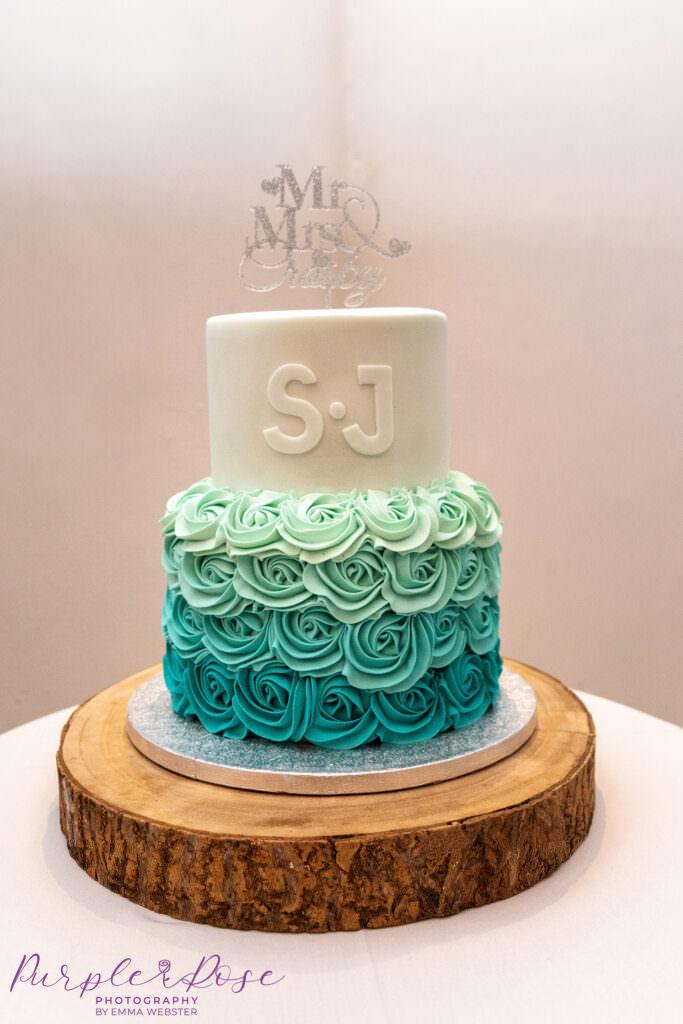 2 tier green and cream wedding cake