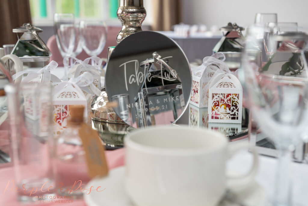 Table setting and table number